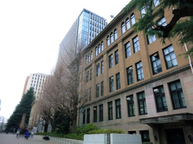 大学の外観イメージ